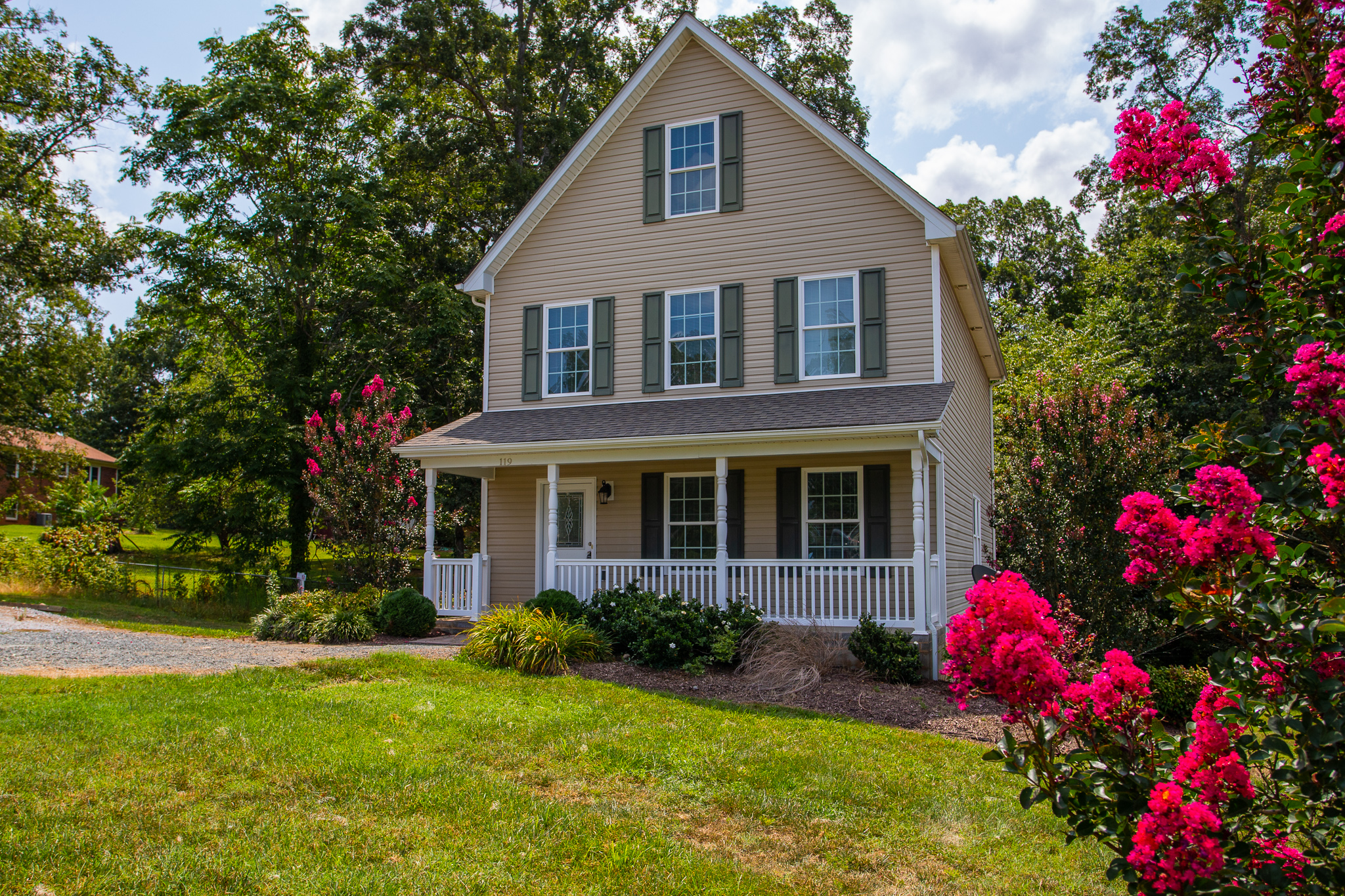 Home for Sale in Madison Heights! 119 Stratford Place